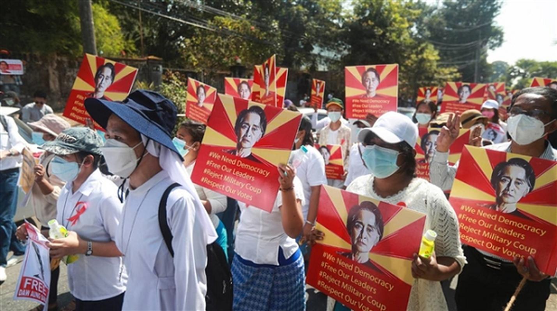 Facebook ngung hoat dong o Myanmar do bien co chinh tri-Hinh-2
