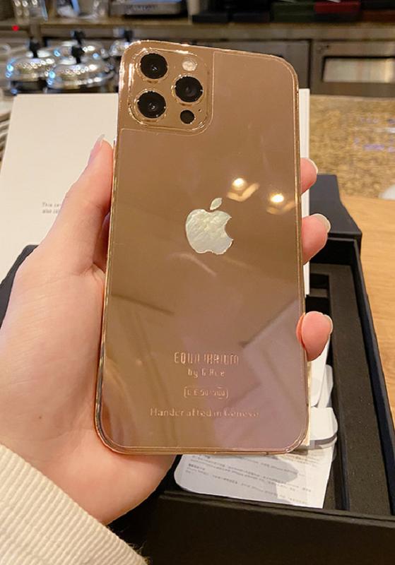 iPhone 12 ma vang Vu Khac Tiep duoc tang sieu dep, gia tren troi-Hinh-3