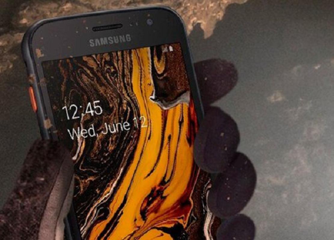 """Samsung ra mat chiec dien thoai nho gon nhung """"noi dong coi da""""-Hinh-9"""