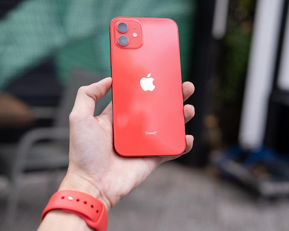 """Bi """"bay mau"""" sau khi su dung, iPhone 12 chua chac duoc bao hanh-Hinh-12"""