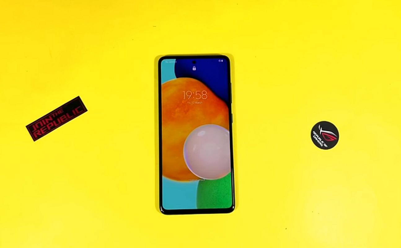 "Samsung Galaxy A ""sieu"" ben dep, thach thuc moi smartphone tam trung-Hinh-4"