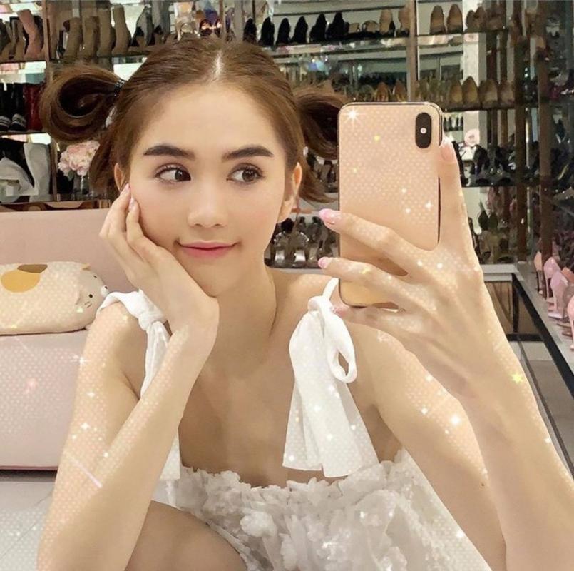 "Ngoc Trinh so huu bo suu tap smartphone neu mat cung rat ""dau vi""-Hinh-3"