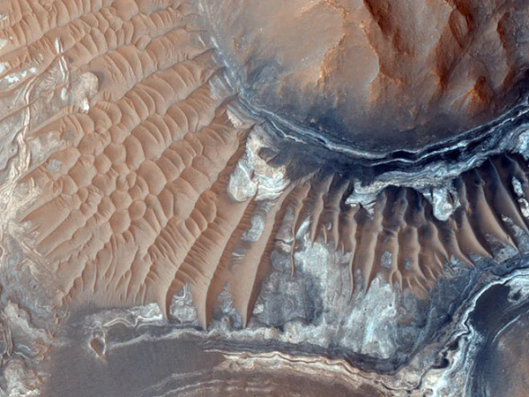 NASA cong bo hinh anh kho tin tren sao Hoa, khong ngo dep tuyet-Hinh-4