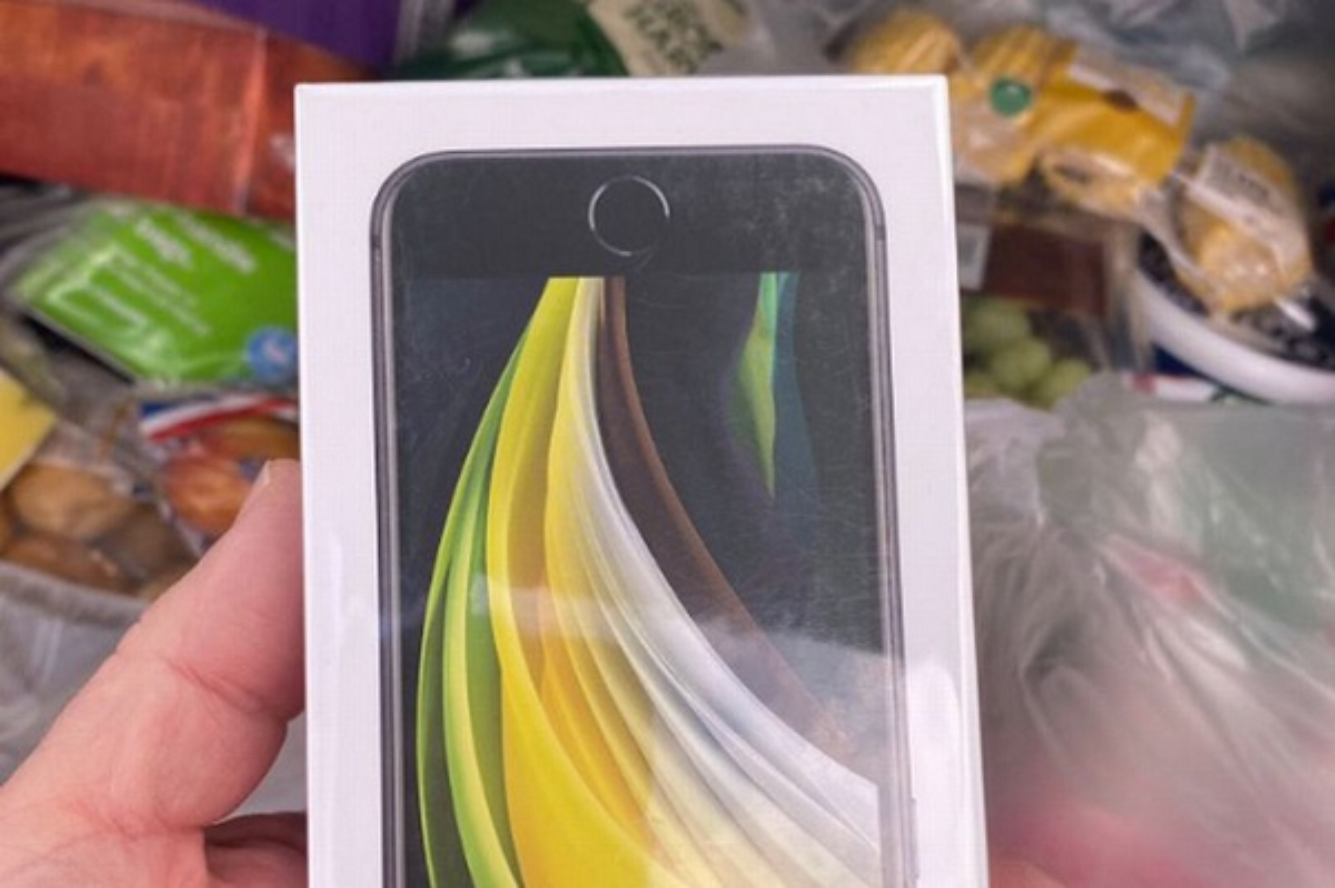 Mua tao nhan iPhone va nhung pha nham lan khien khach hang dung hinh