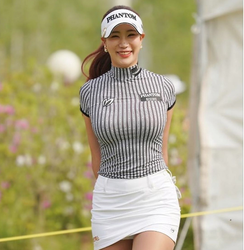 Nu golfer bi cham biem vi qua goi cam moi khi ra san-Hinh-2
