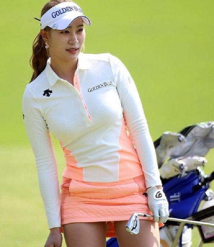 Nu golfer bi cham biem vi qua goi cam moi khi ra san-Hinh-3