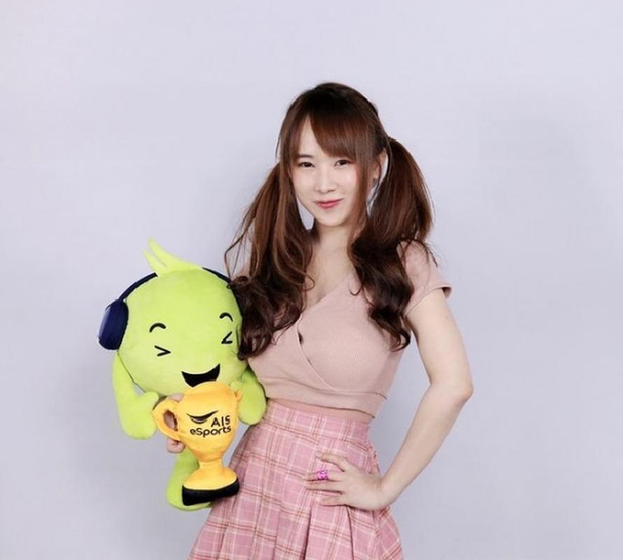 Nu game thu de lung tran choi game so huu nhan sac gay sot-Hinh-7