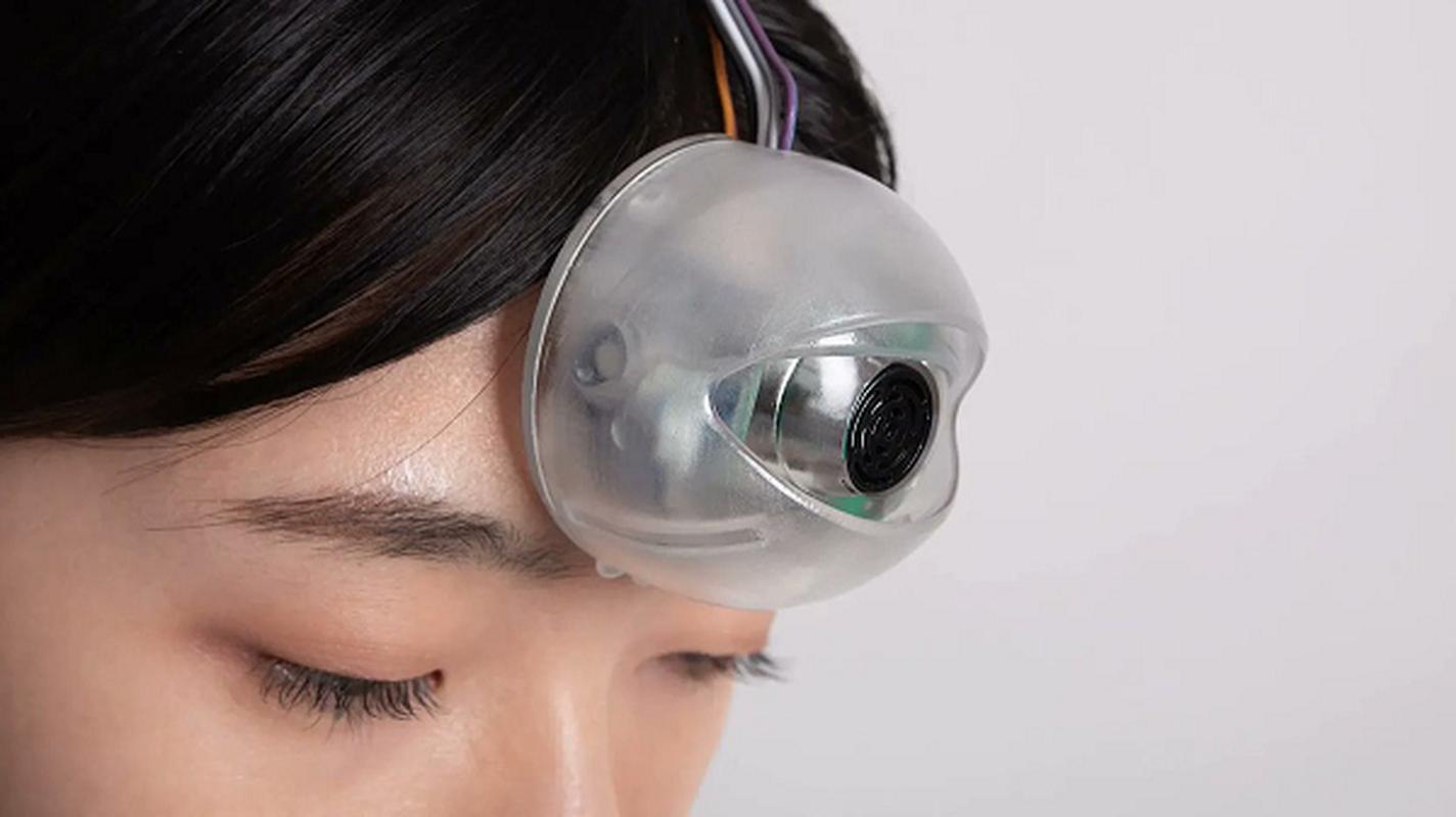 Robot mat cho phep nguoi dung vua di duong vua... dung dien thoai-Hinh-3
