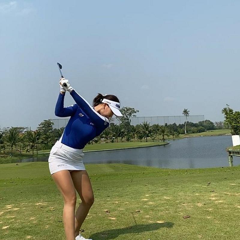 """Nu golf thu Han Quoc bi cham choc vi vong mot qua """"khung""""-Hinh-8"""