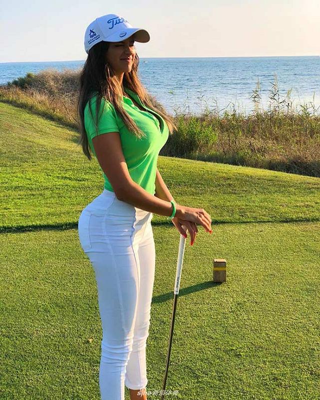 "Golf thu goi cam nhat Italia, duoc phong ca biet danh ""tien nu""-Hinh-4"