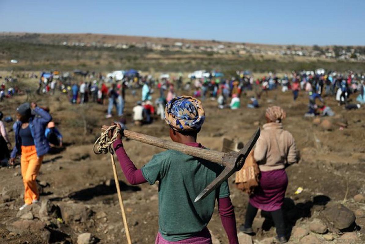 Thu khien hang nghin dan Nam Phi do xo dao hoa ra cuc re tien-Hinh-7