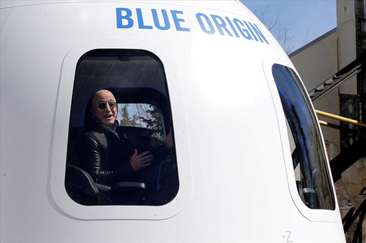 Soi noi that tau vu tru cua Jeff Bezos... khach che chat choi?-Hinh-6