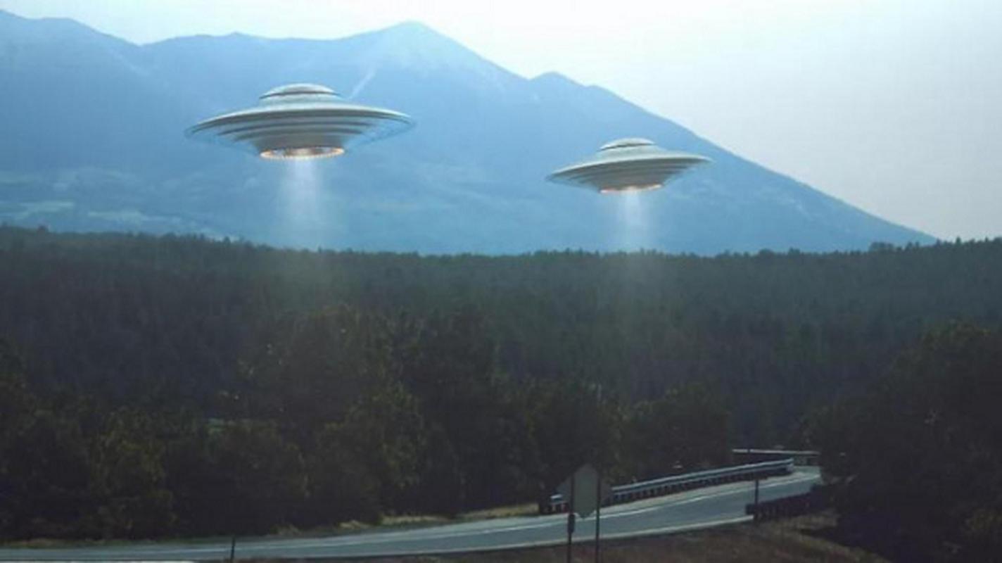 Chung kien UFO hon chien, nhieu nguoi bong dung... do benh la?-Hinh-10