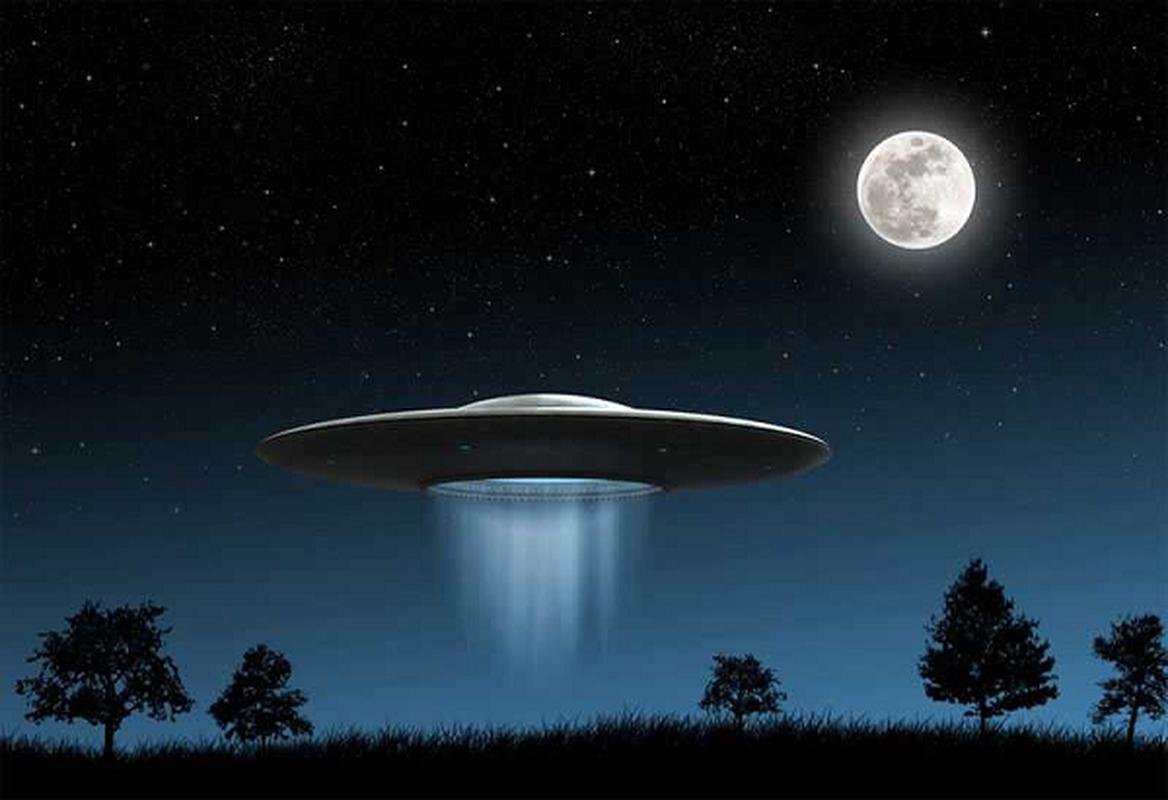 Chung kien UFO hon chien, nhieu nguoi bong dung... do benh la?-Hinh-7