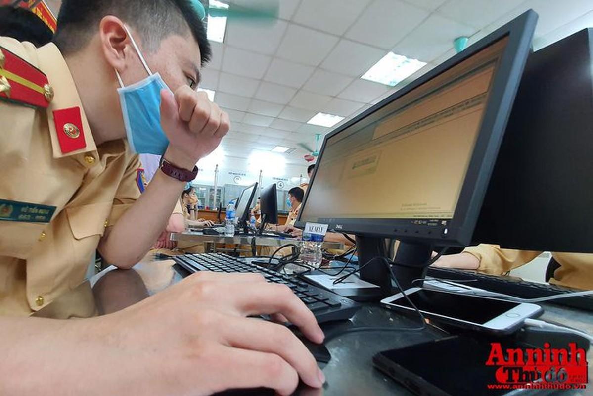 Can canh giay di duong QR code dau tien duoc cap o Phong CSGT - CATP Ha Noi-Hinh-10