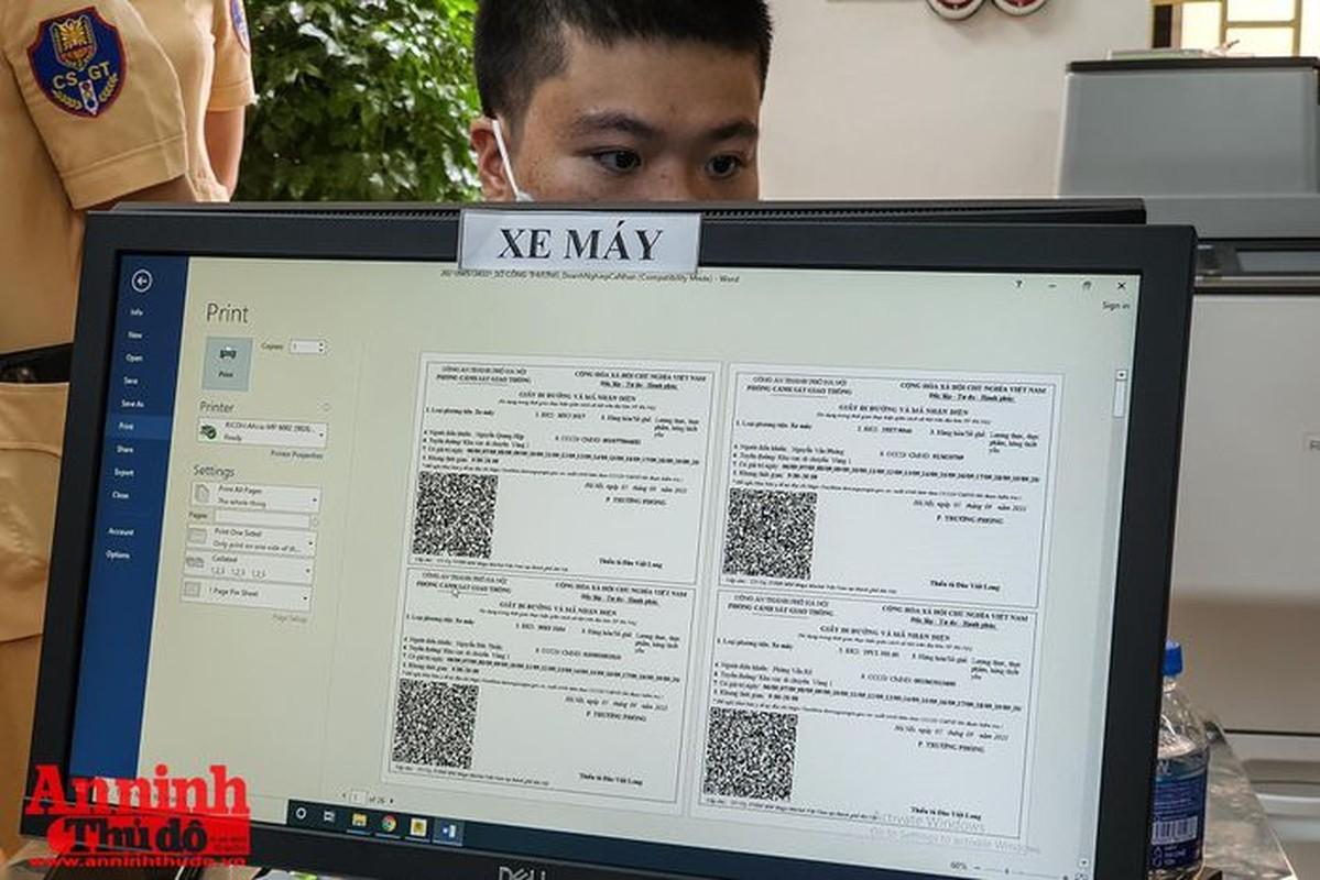 Can canh giay di duong QR code dau tien duoc cap o Phong CSGT - CATP Ha Noi-Hinh-11