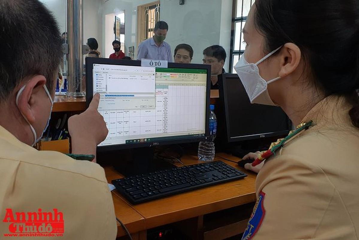 Can canh giay di duong QR code dau tien duoc cap o Phong CSGT - CATP Ha Noi-Hinh-12
