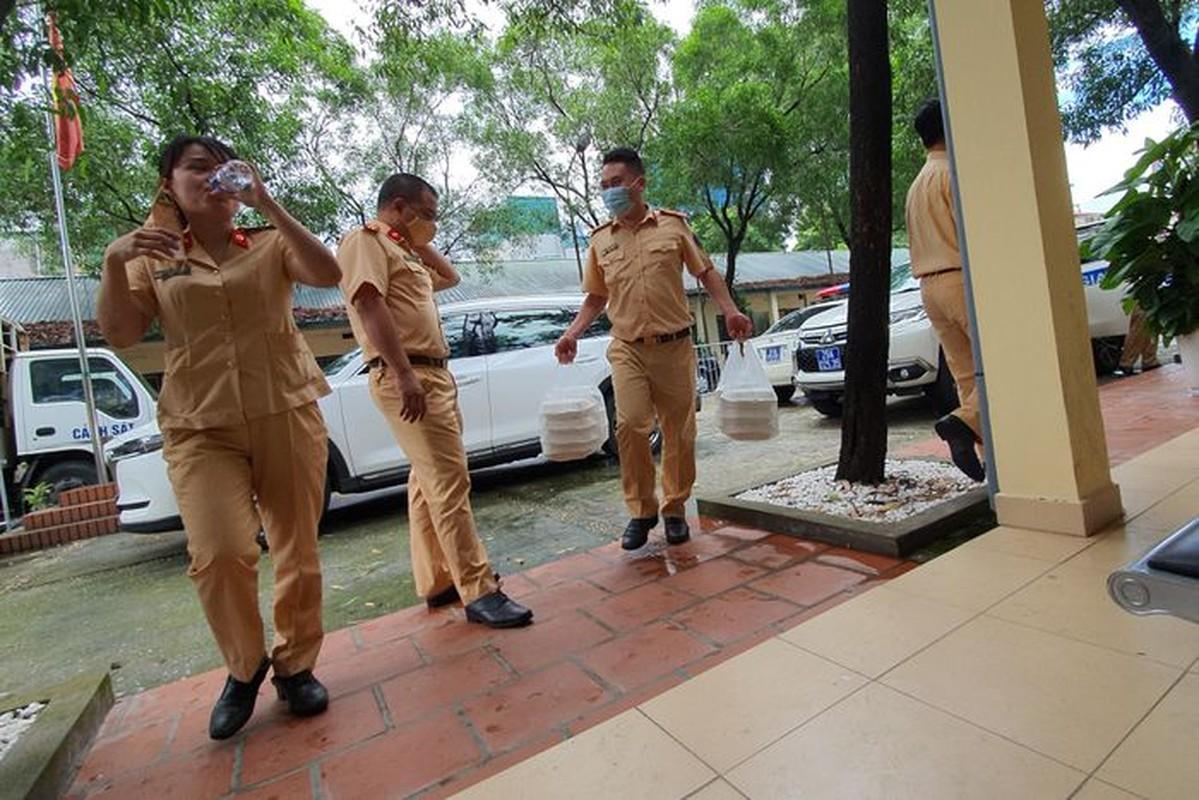 Can canh giay di duong QR code dau tien duoc cap o Phong CSGT - CATP Ha Noi-Hinh-13