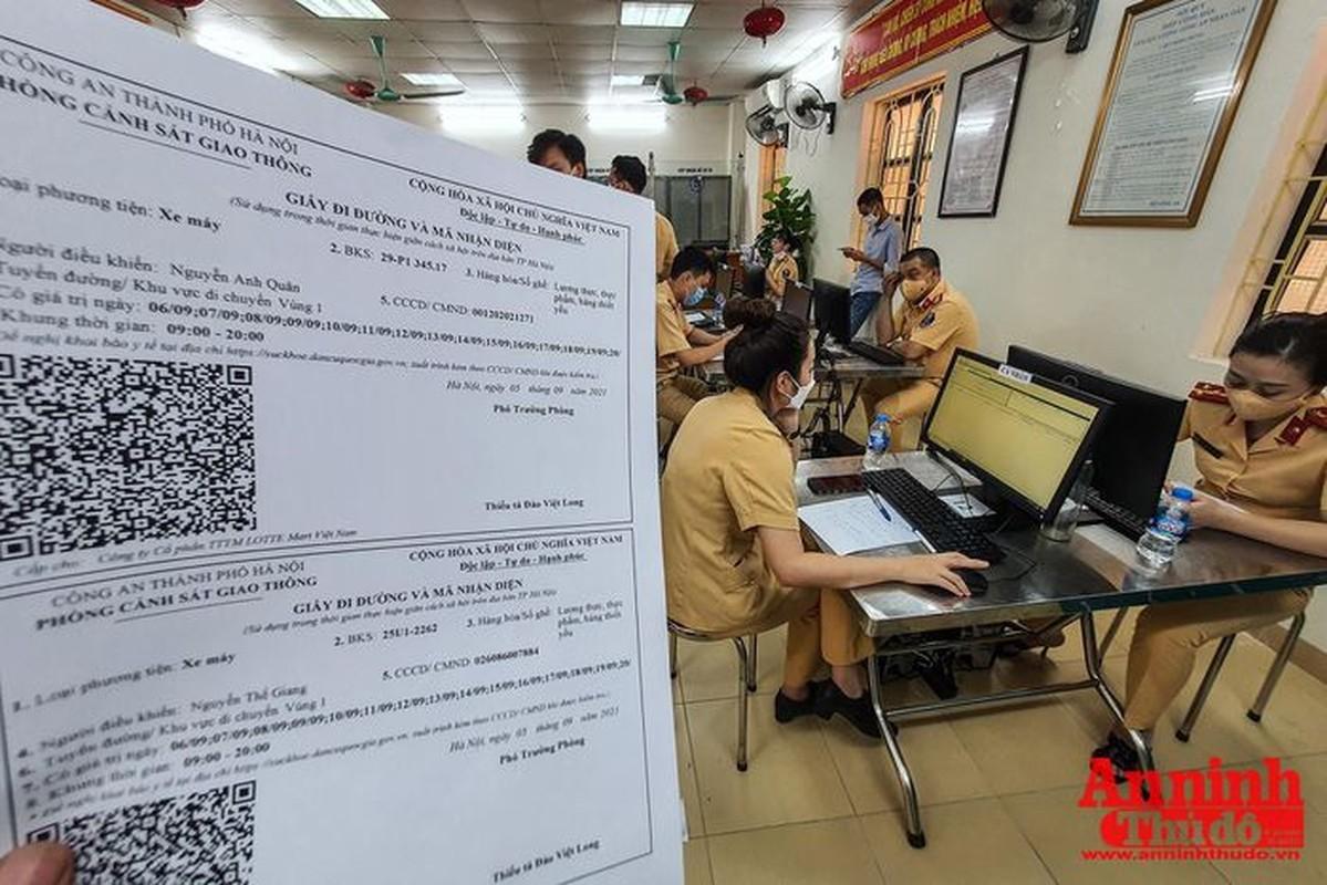 Can canh giay di duong QR code dau tien duoc cap o Phong CSGT - CATP Ha Noi-Hinh-17