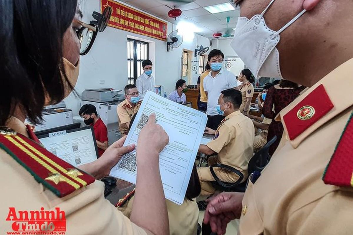 Can canh giay di duong QR code dau tien duoc cap o Phong CSGT - CATP Ha Noi-Hinh-18