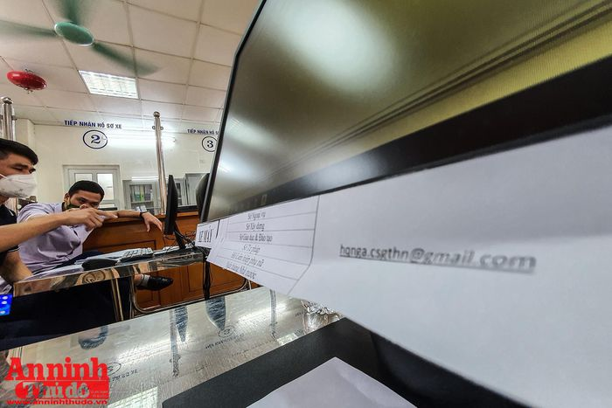 Can canh giay di duong QR code dau tien duoc cap o Phong CSGT - CATP Ha Noi-Hinh-2