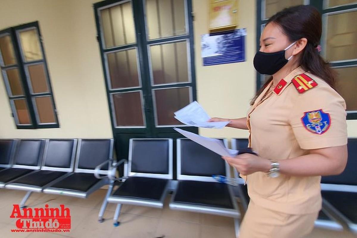 Can canh giay di duong QR code dau tien duoc cap o Phong CSGT - CATP Ha Noi-Hinh-20