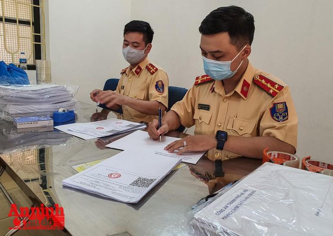 Can canh giay di duong QR code dau tien duoc cap o Phong CSGT - CATP Ha Noi-Hinh-22
