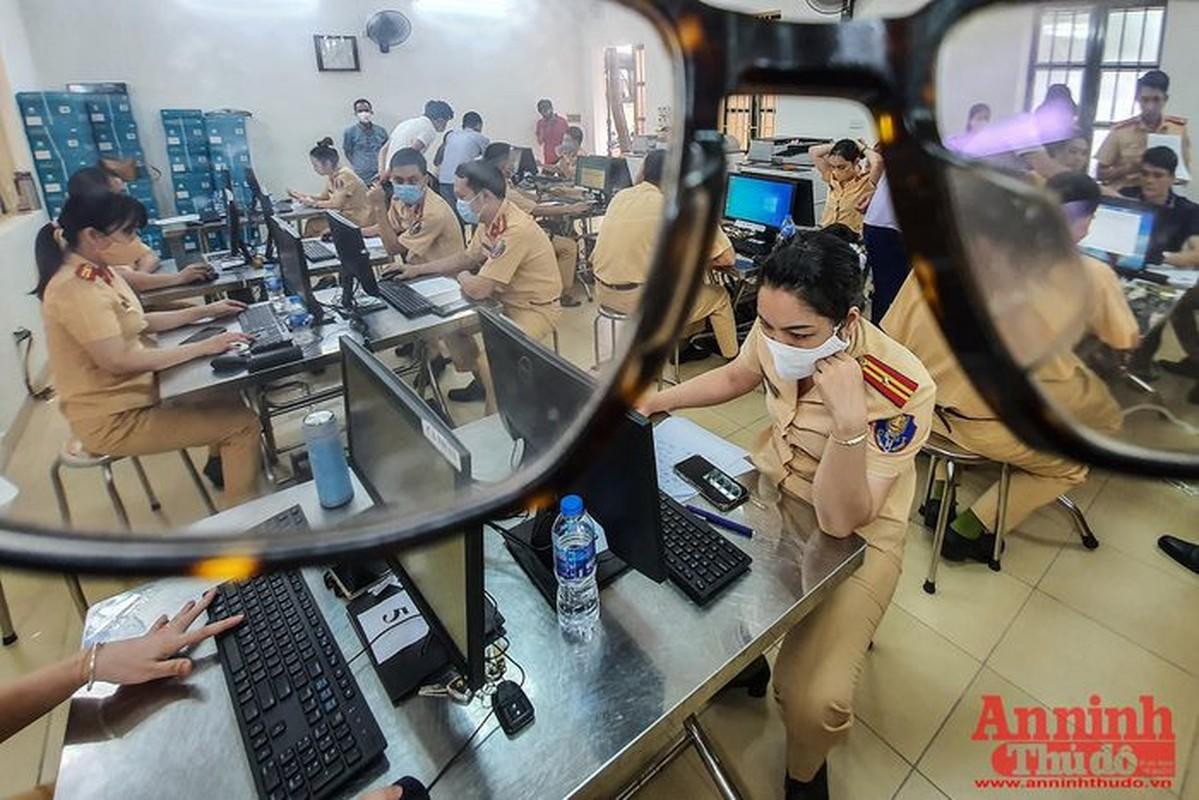Can canh giay di duong QR code dau tien duoc cap o Phong CSGT - CATP Ha Noi-Hinh-4