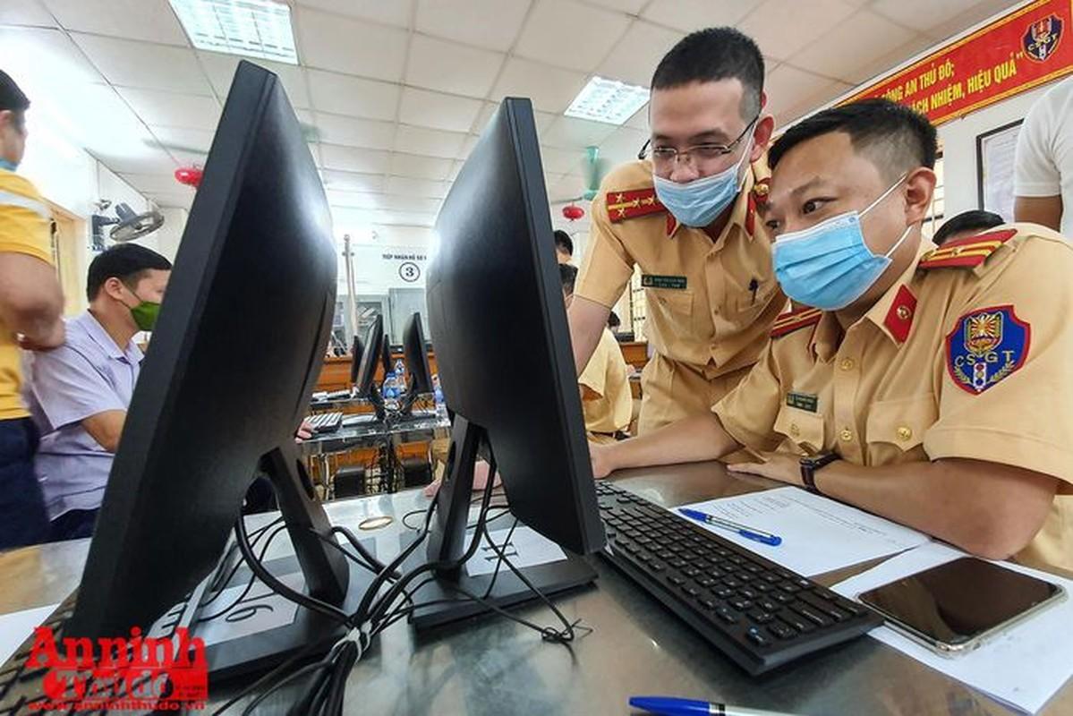 Can canh giay di duong QR code dau tien duoc cap o Phong CSGT - CATP Ha Noi-Hinh-5