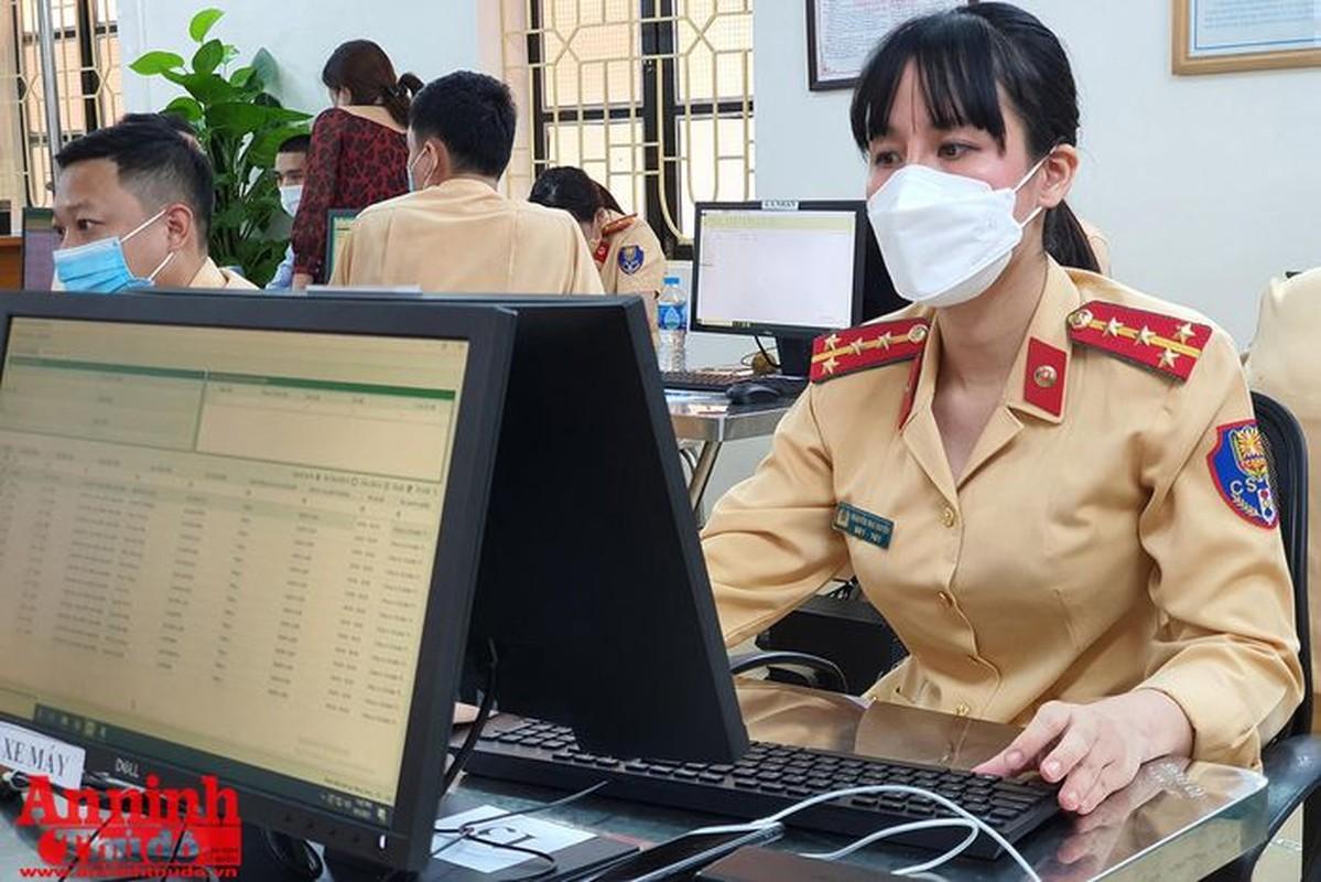 Can canh giay di duong QR code dau tien duoc cap o Phong CSGT - CATP Ha Noi-Hinh-9