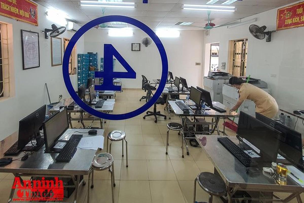 Can canh giay di duong QR code dau tien duoc cap o Phong CSGT - CATP Ha Noi