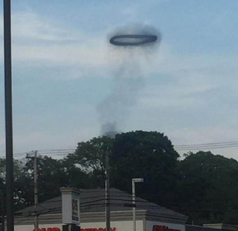 Hoang mang vong tron bi an xuat hien tren bau troi nghi la UFO-Hinh-9