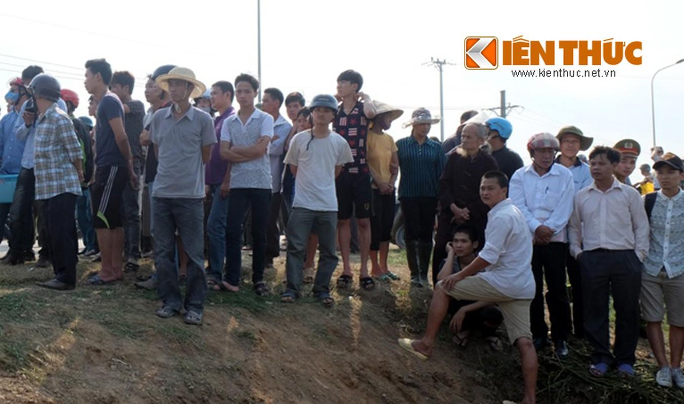 Hien truong hai xe khach dam nhau, 15 nguoi thuong vong-Hinh-11