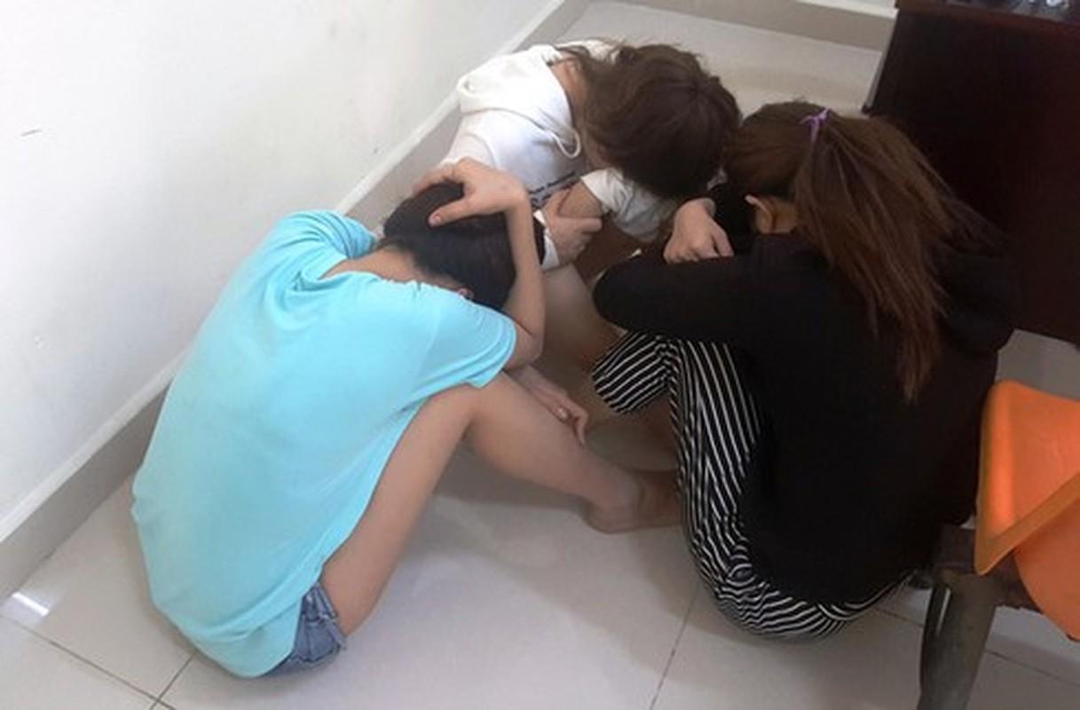 Nhan vien spa, karaoke, massage... dich vu tra hinh ban dam cho khach-Hinh-12