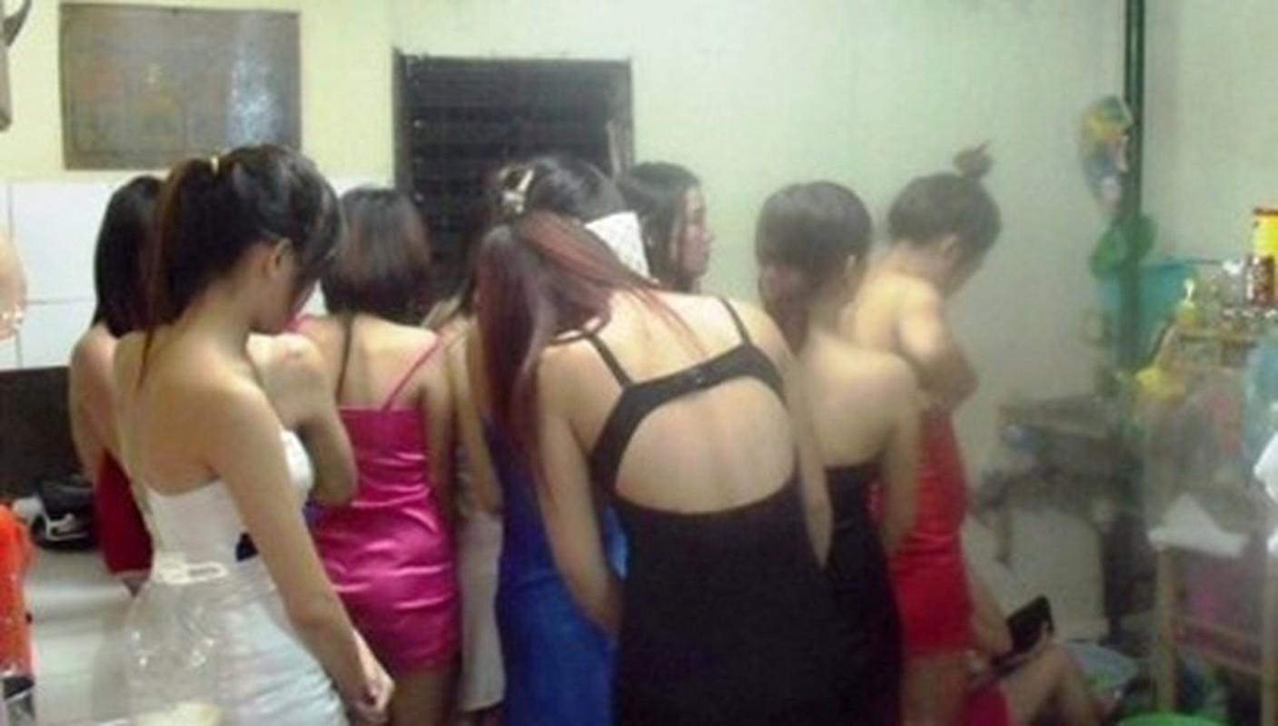 Nhan vien spa, karaoke, massage... dich vu tra hinh ban dam cho khach-Hinh-13