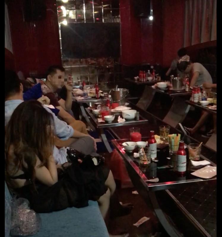 Nhan vien spa, karaoke, massage... dich vu tra hinh ban dam cho khach-Hinh-3