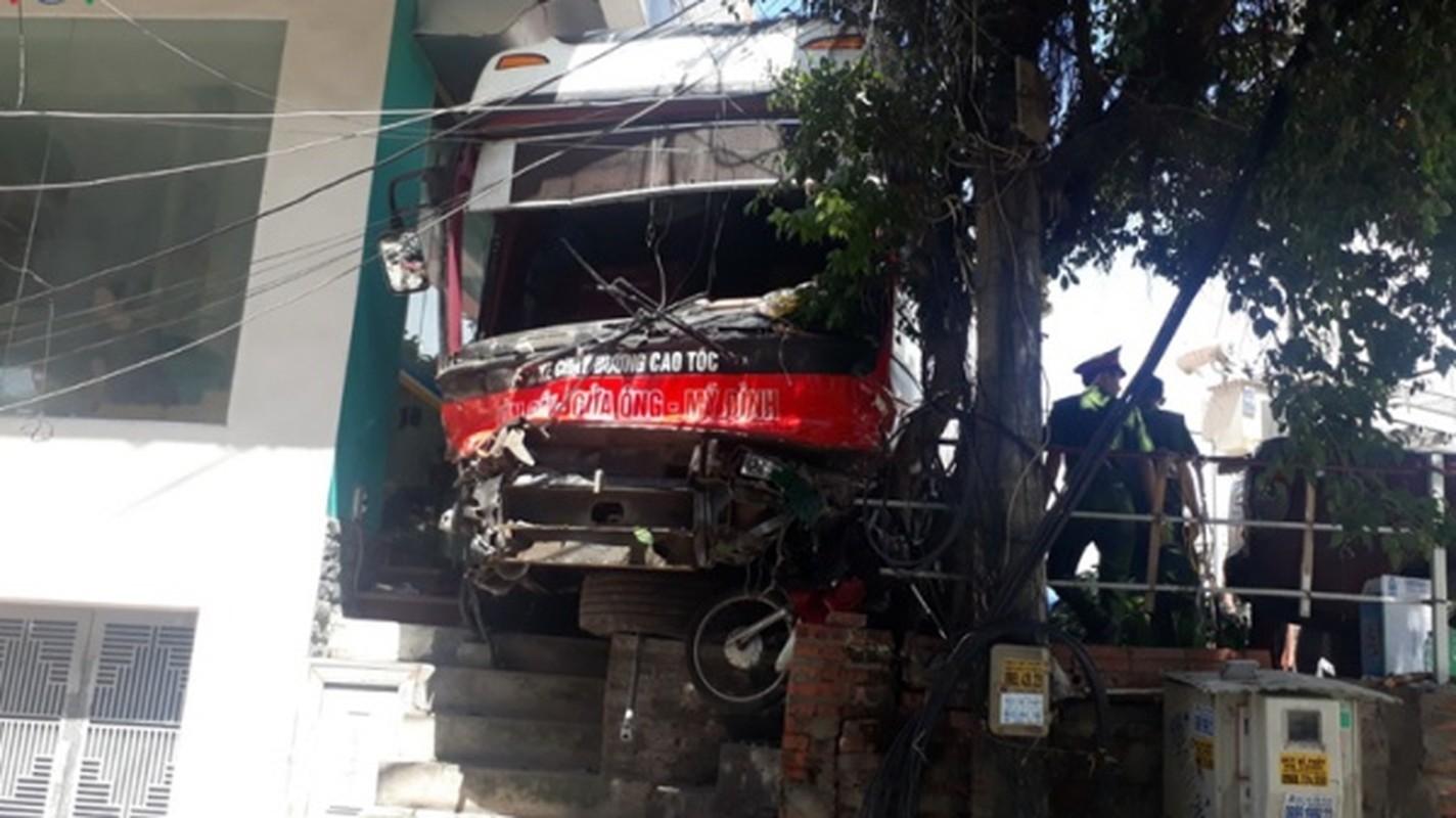 Kinh hoang nhung vu xe khach tai nan trong nam 2019-Hinh-28