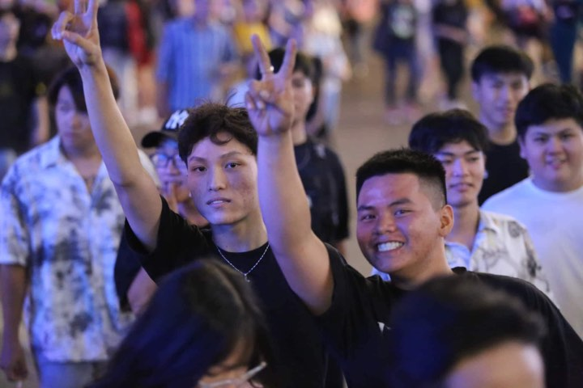 Nguoi dan khap noi no nuc do ve trung tam TP HCM chao don nam moi 2020-Hinh-3