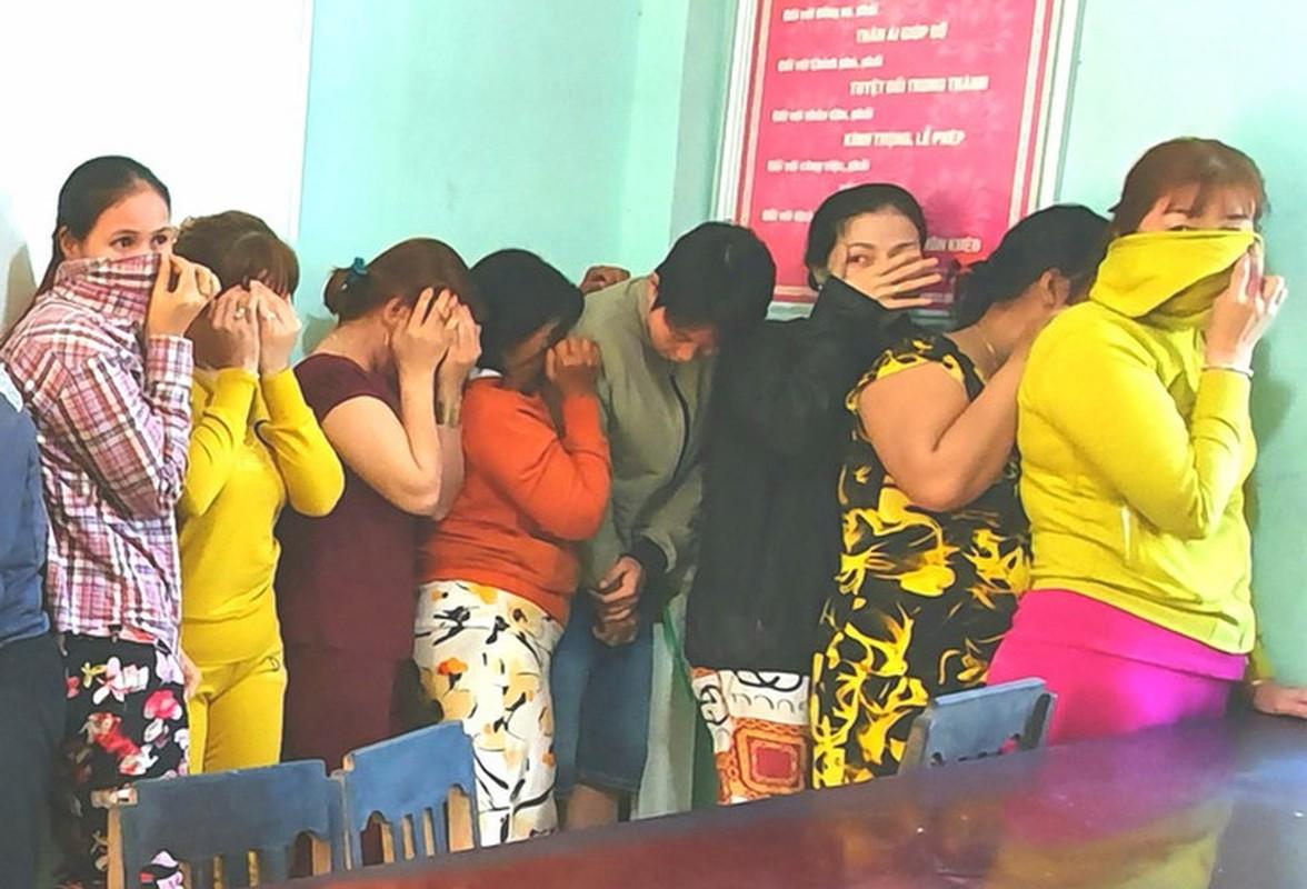 "Pha soi bac ""khung"" trong quan karaoke: Du chieu tro cua ke ""khat nuoc""-Hinh-6"