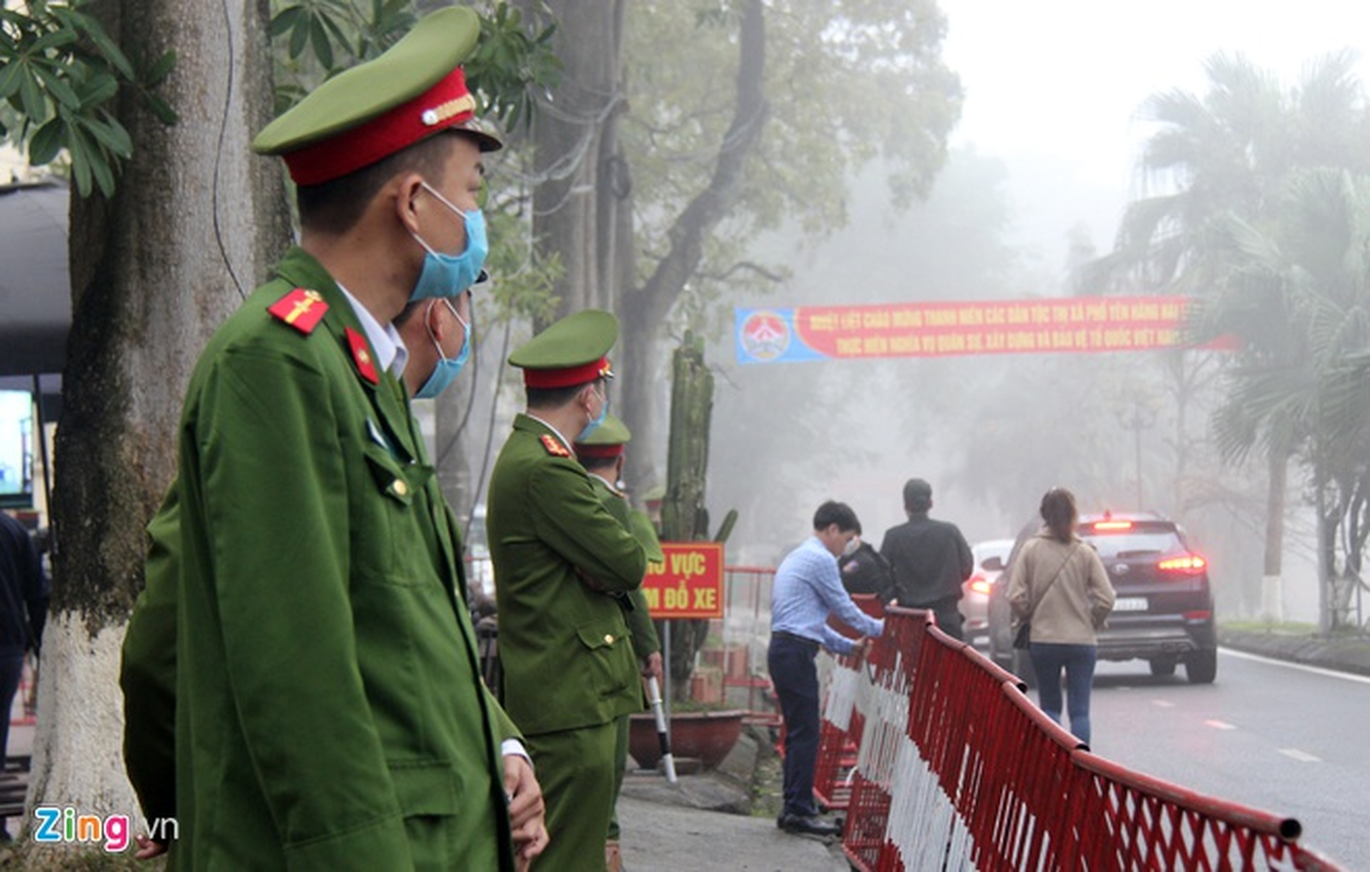 Gan 100 canh sat bao ve phien xu vu xe container dam Innova di lui-Hinh-2