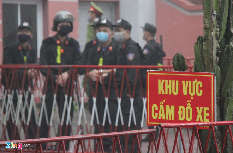 Gan 100 canh sat bao ve phien xu vu xe container dam Innova di lui-Hinh-3