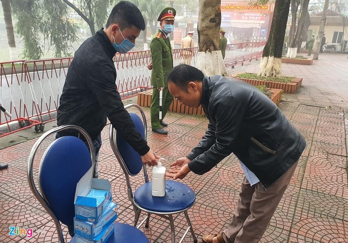 Gan 100 canh sat bao ve phien xu vu xe container dam Innova di lui-Hinh-5