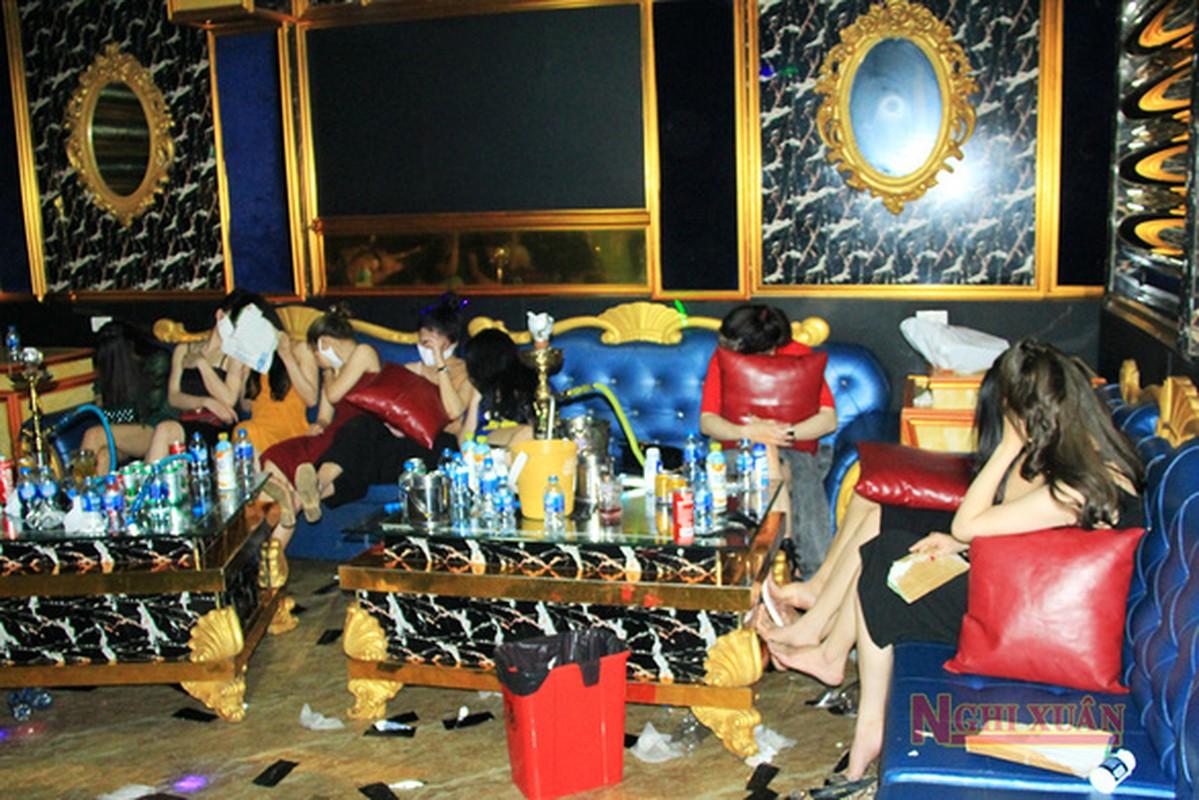 Ru nhau bay lac, 76 thanh nien bi cach ly luon o karaoke My Friend-Hinh-4