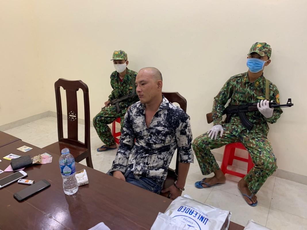 Chan dung doi tuong om trong nguoi 3 khau sung cung ma tuy vao Viet Nam