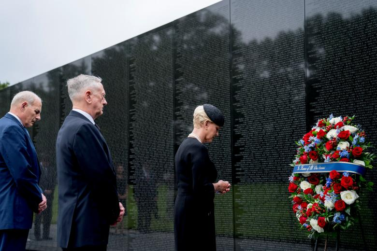 Can canh cac chinh tri gia My trong le tang TNS John McCain-Hinh-14