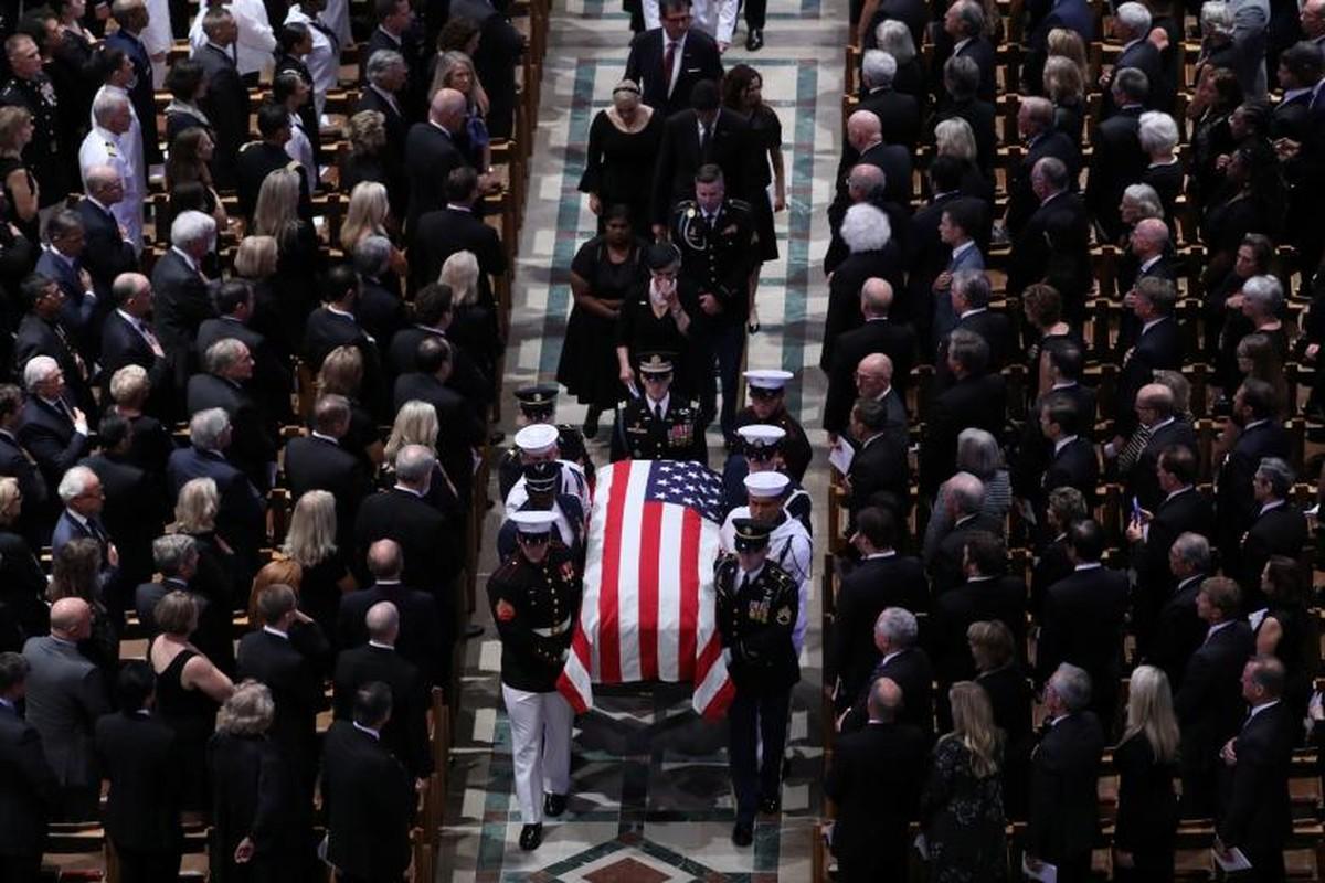 Can canh cac chinh tri gia My trong le tang TNS John McCain-Hinh-4