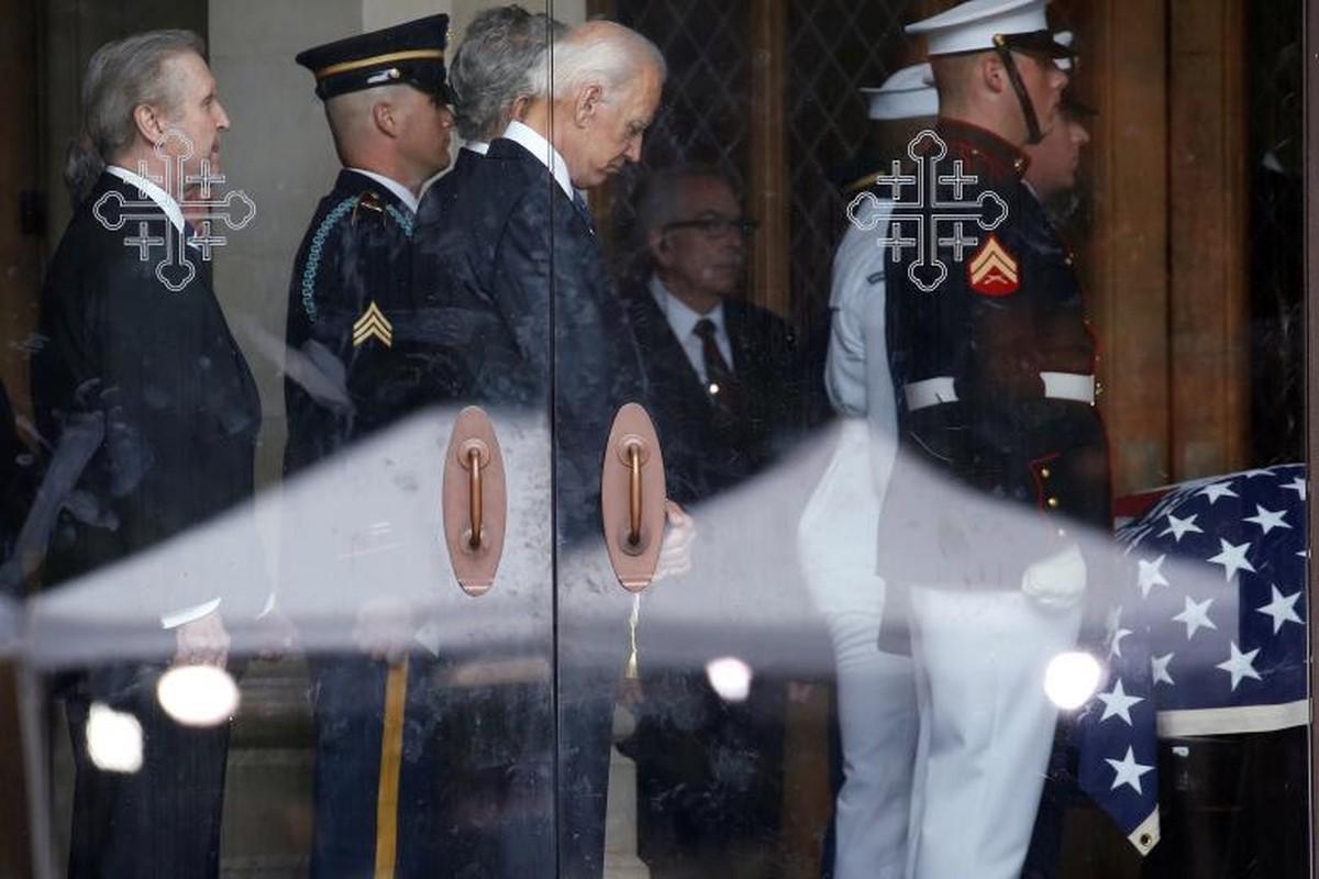 Can canh cac chinh tri gia My trong le tang TNS John McCain