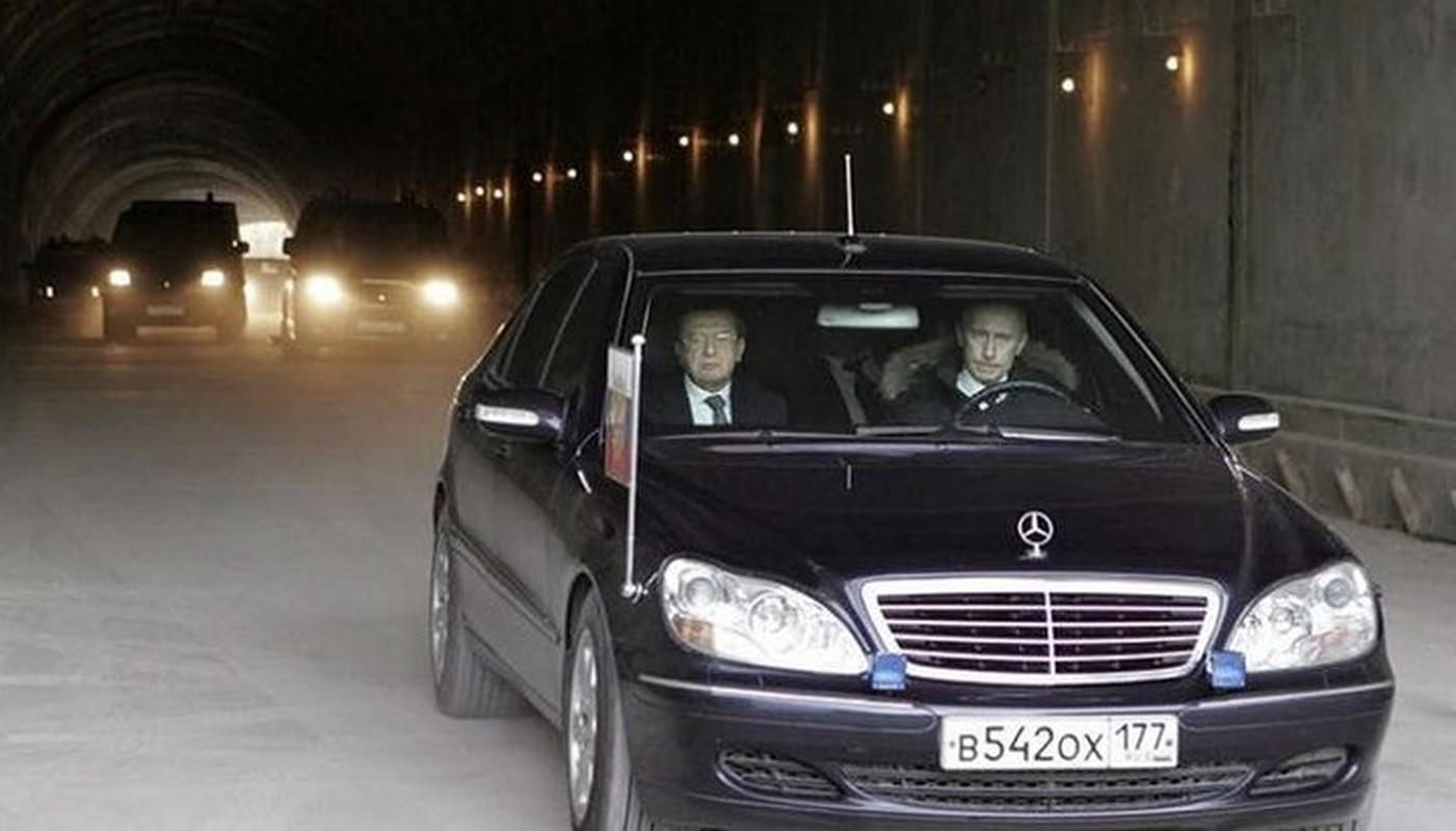 """Cac dau hieu khien phuong Tay nghi Tong thong Putin giau """"kech xu""""-Hinh-2"""