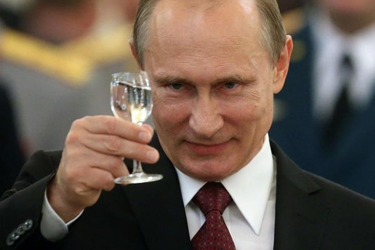 """Cac dau hieu khien phuong Tay nghi Tong thong Putin giau """"kech xu""""-Hinh-7"""
