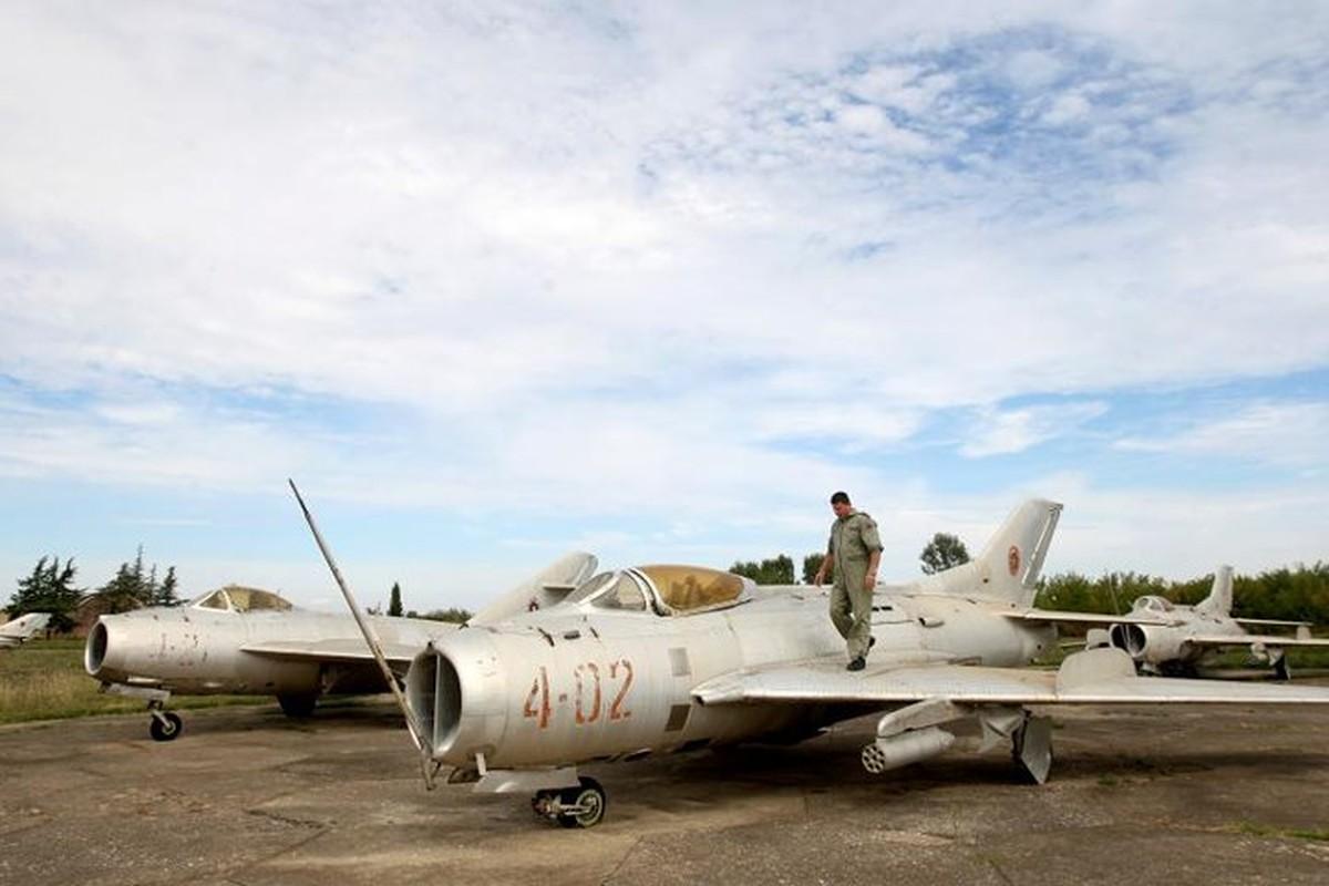 Tiec ngan ngo dan may bay chien dau MiG bi bo hoang giua chau Au-Hinh-14